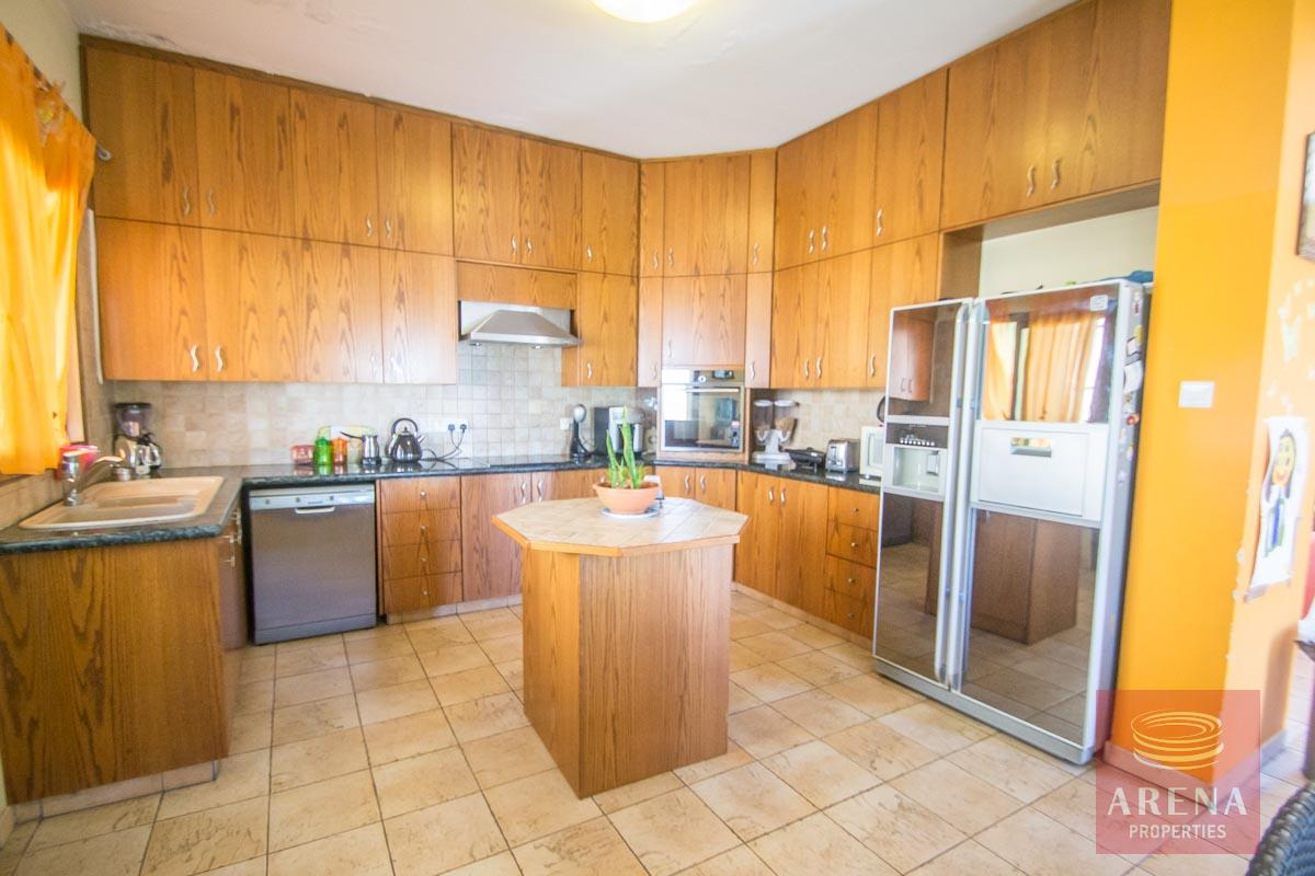 Bungalow for sale in Paralimni - kitchen