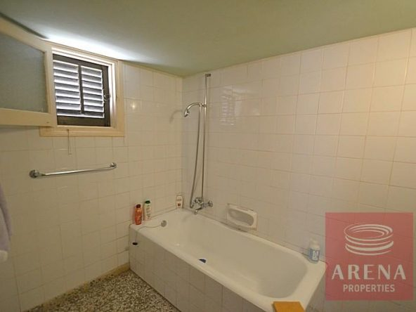 10-bungalow-for-sale-in-derynia-2807