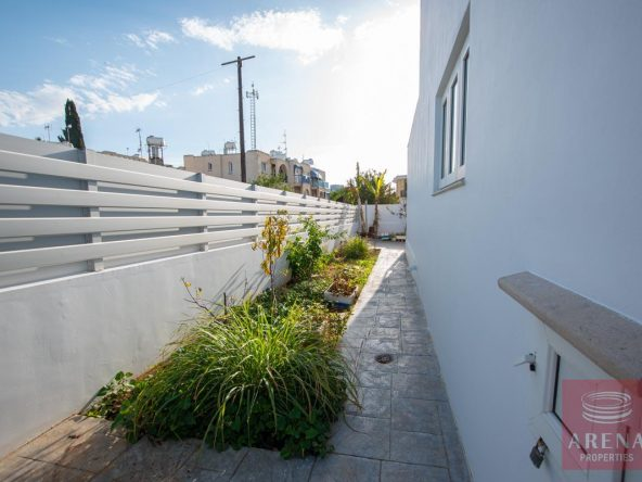 11-HOUSE-FOR-SALE-paralimni-4252