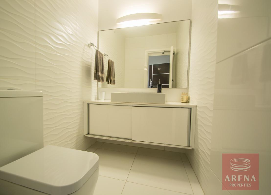 Modern Apartment in Paralimni - bathroom