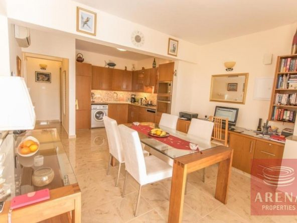 12-luxury-apartmetn-for-sale-in-paralimni-dining-area