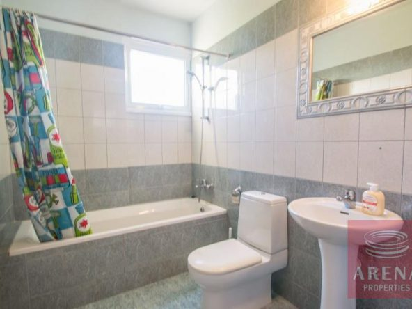 13-2-bed-apt-for-rent-Derynia-5557