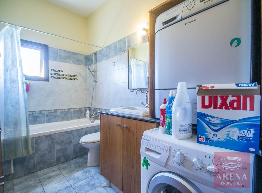Bungalow for sale in Paralimni - bathroom