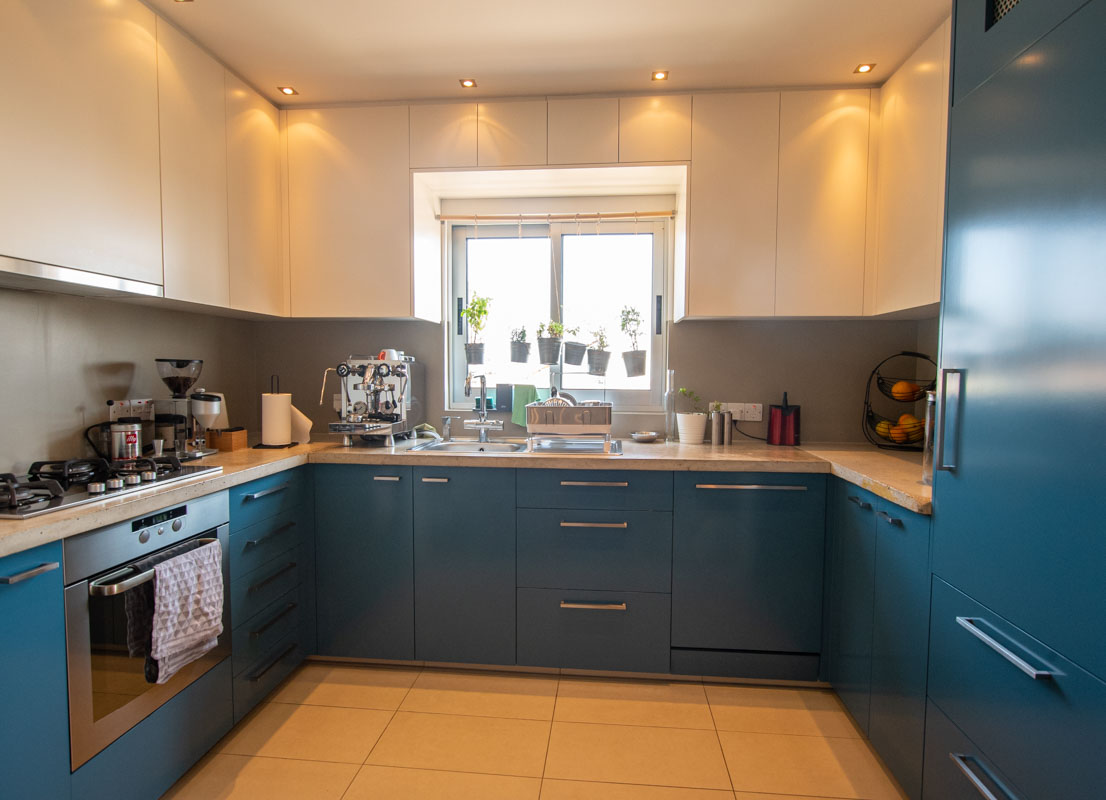 2 bed apartment in Pervolia - kitchen
