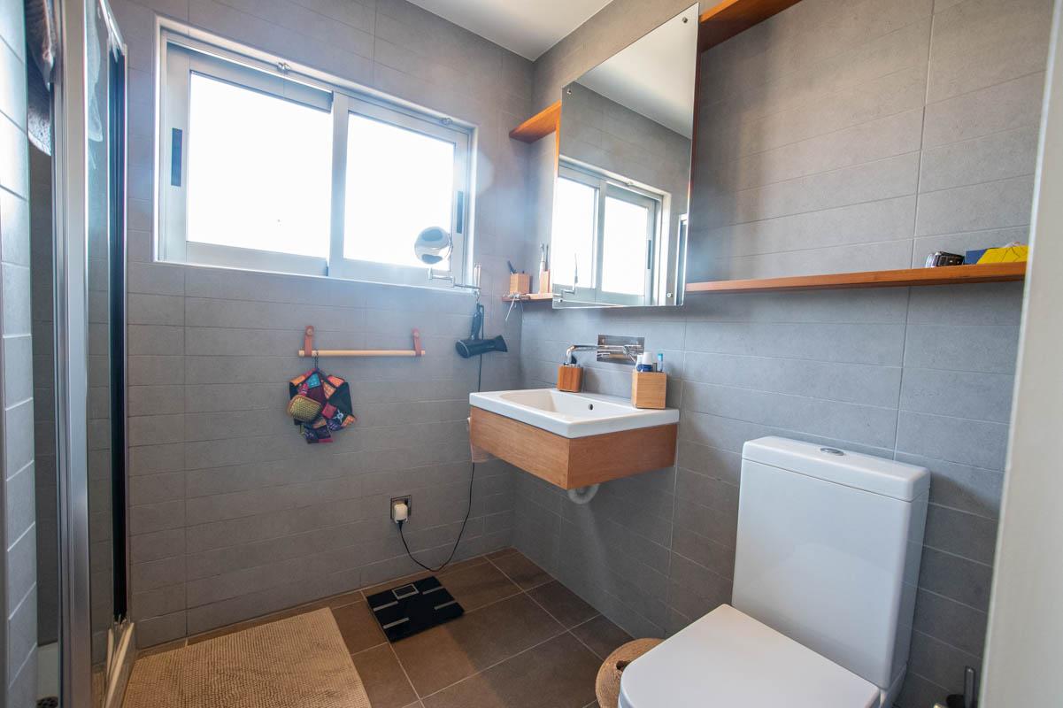 2 bed apartment in Pervolia - bathroom