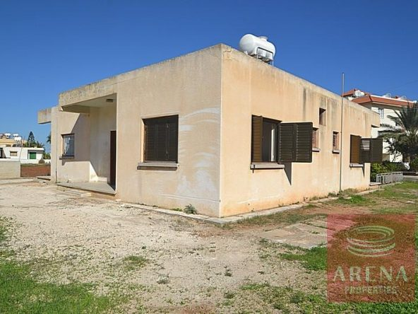 2-bungalow-for-sale-in-derynia-2807