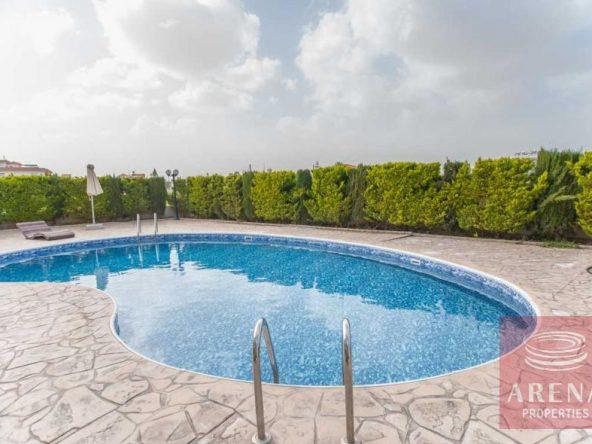 2-luxury-apartmetn-for-sale-in-paralimni-pool