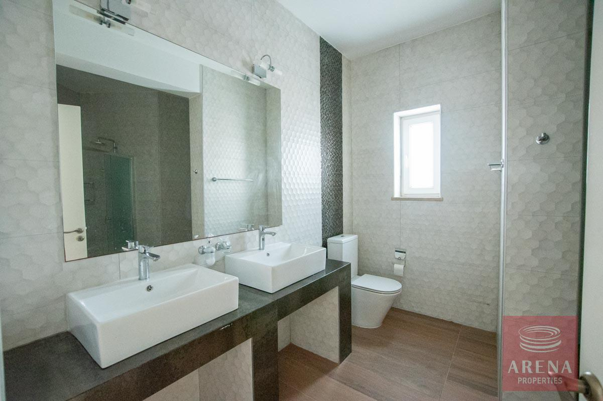 4 Bed House for rent in Paralimni - bathroom
