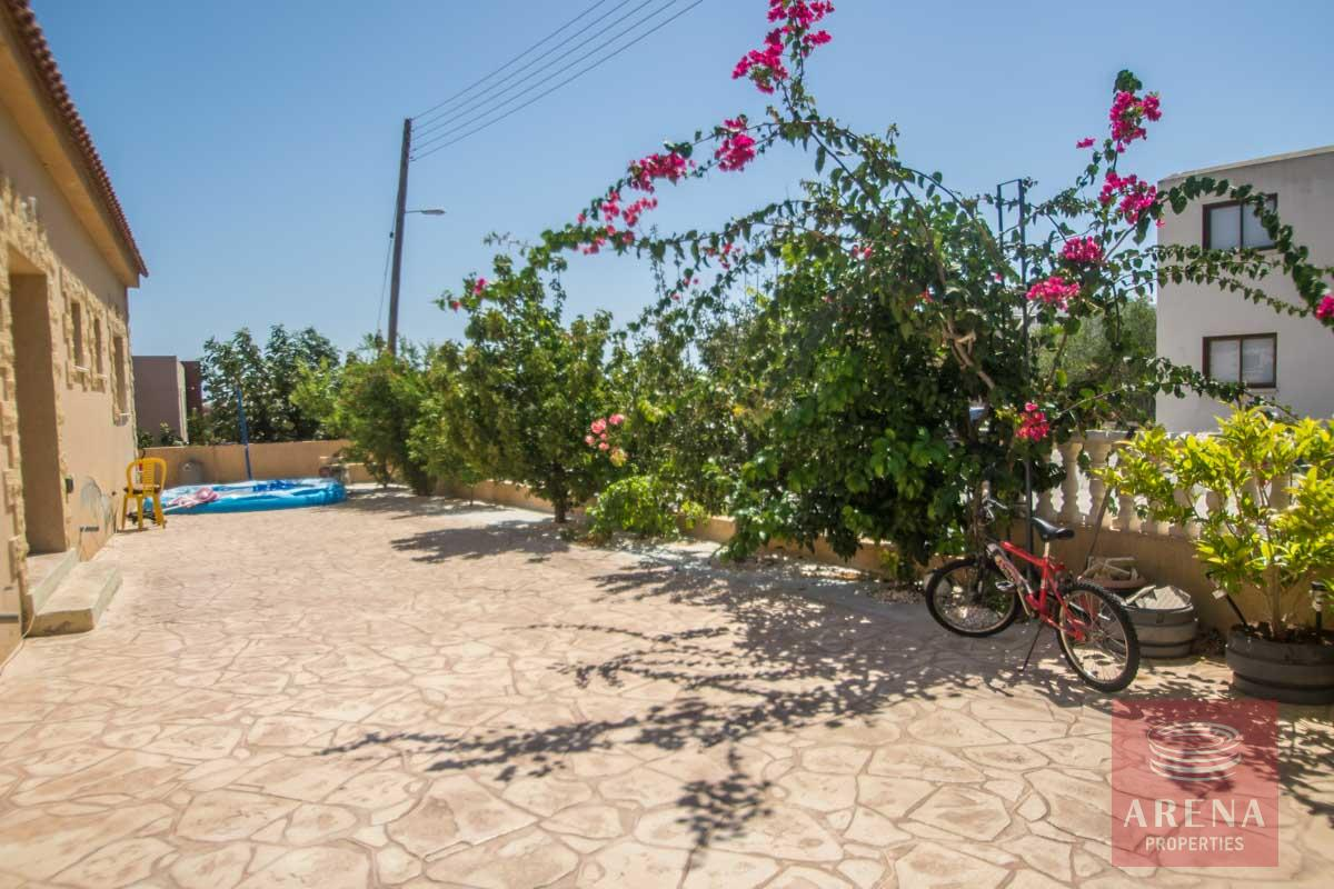 Bungalow for sale in Paralimni - outside area