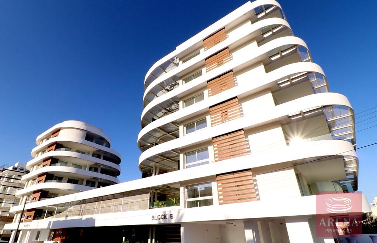 Top floor apartment in Makenzie to buy