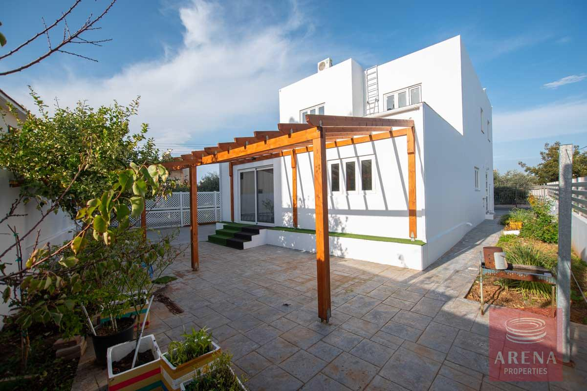 4 Bed House for rent in Paralimni - pergola