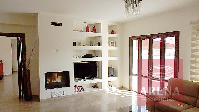 Bungalow for sale in Troulloi - living area