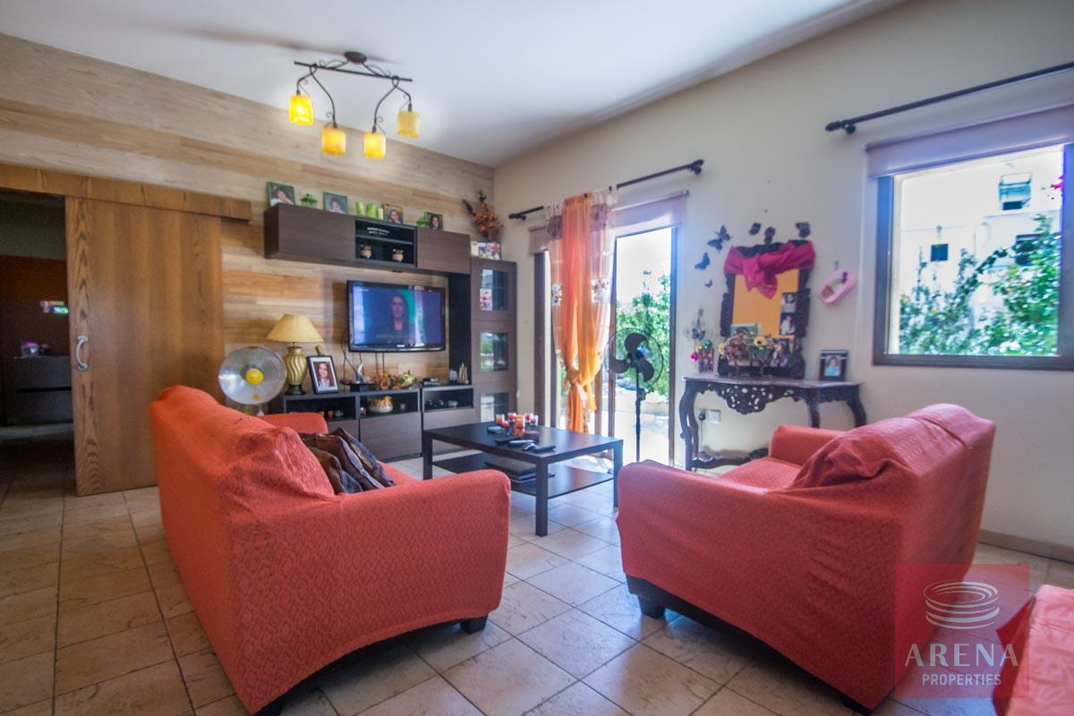 Bungalow for sale in Paralimni - sitting area