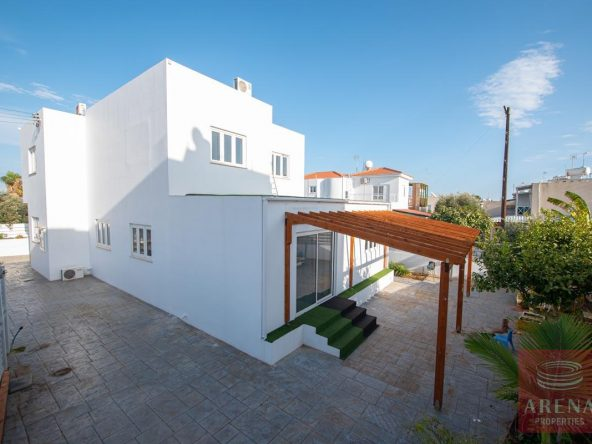 5-HOUSE-FOR-SALE-paralimni-4252
