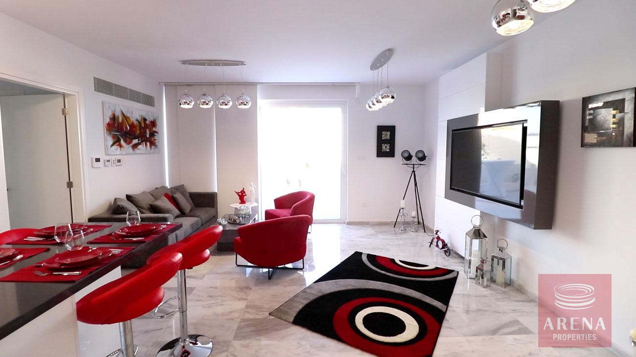 Top floor apartment in Makenzie - sititing area