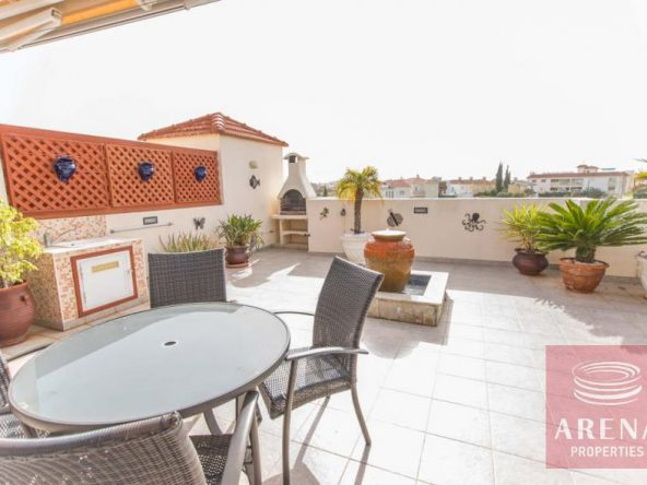 6-luxury-apartmetn-for-sale-in-paralimni-veranda