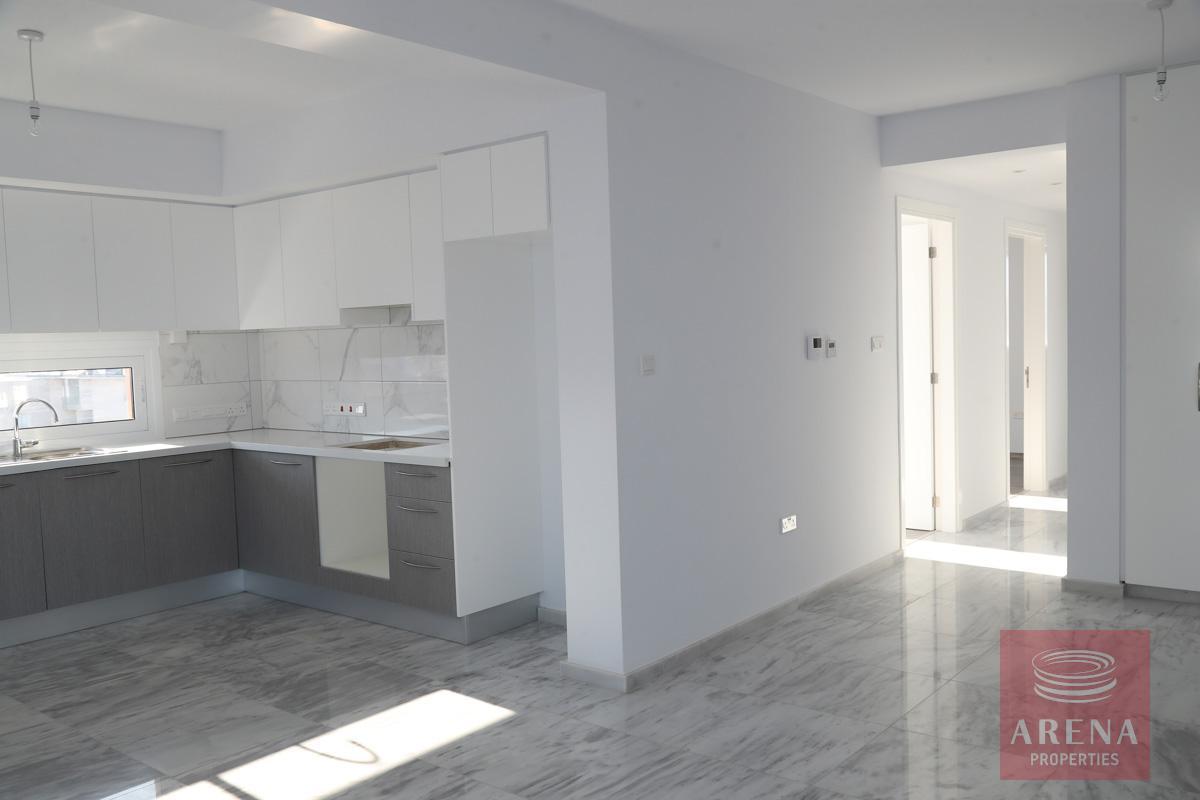 Top floor apartment in Makenzie - kitchen