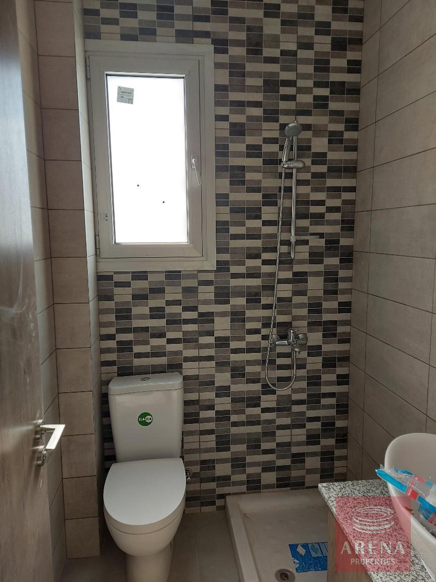 new-apt-in-Larnaca - bathroom