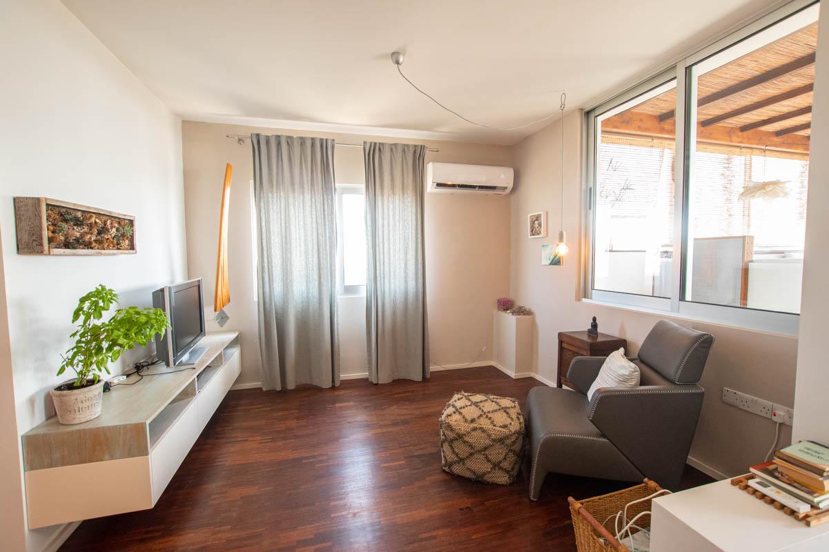2 bed apartment in Pervolia - living area