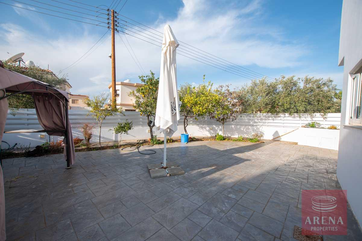 4 Bed House for rent in Paralimni - outside area
