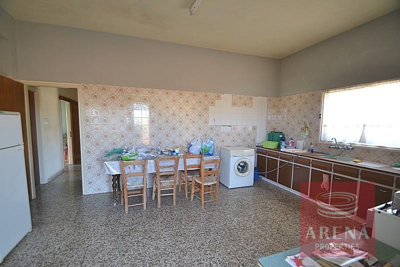 Bungalow for sale in Derynia - kitchen