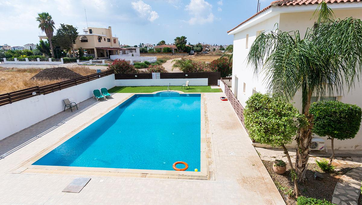 Flat in Paralimni to buy - communal pool