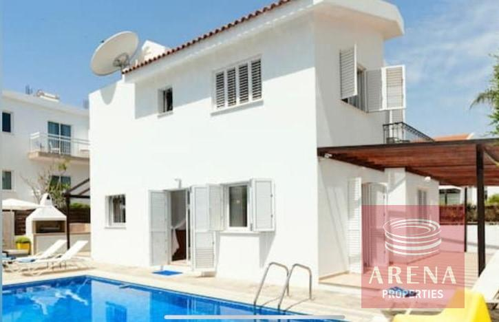 4 Bed villa in Pernera