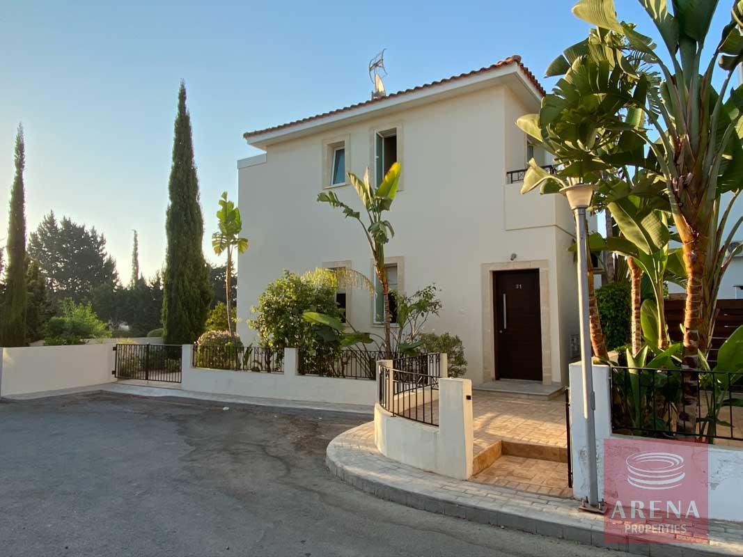 villa with deeds in Pernera