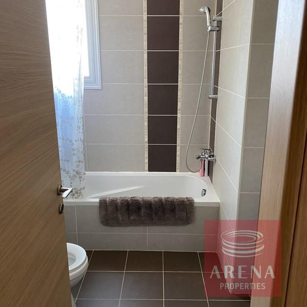 villa with deeds in Pernera - bathroom