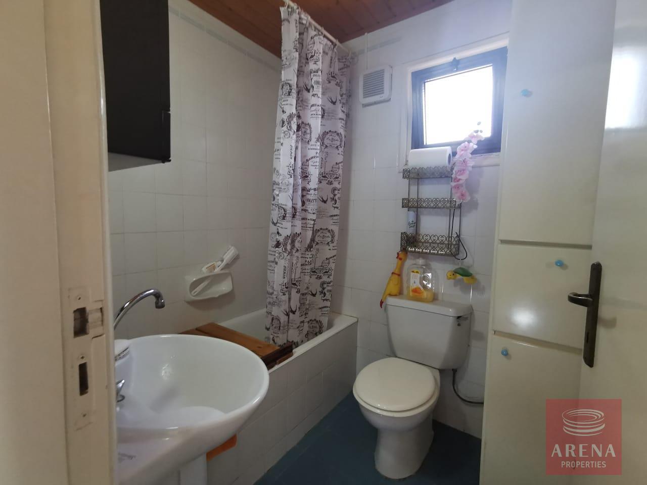 Townhouse in Meneou - bathroom