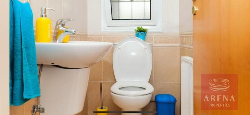 4 Bed villa in Pernera - guest WC