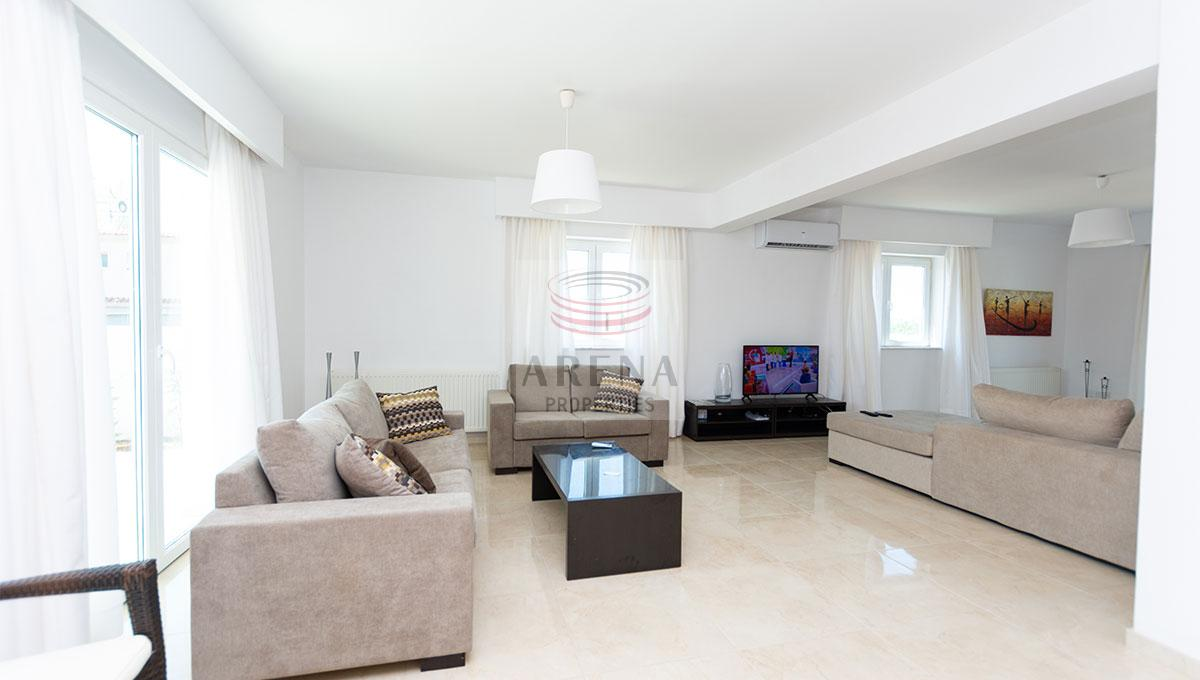 villa to buy - living area