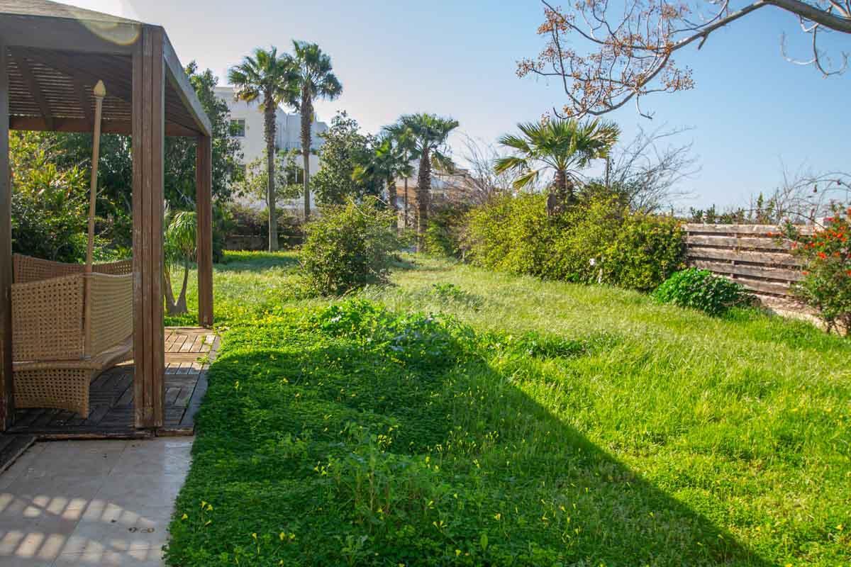 villa in Paralimni for sale - garden