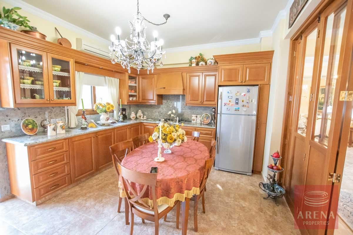 Luxury Villa in Paralimni - kitchen