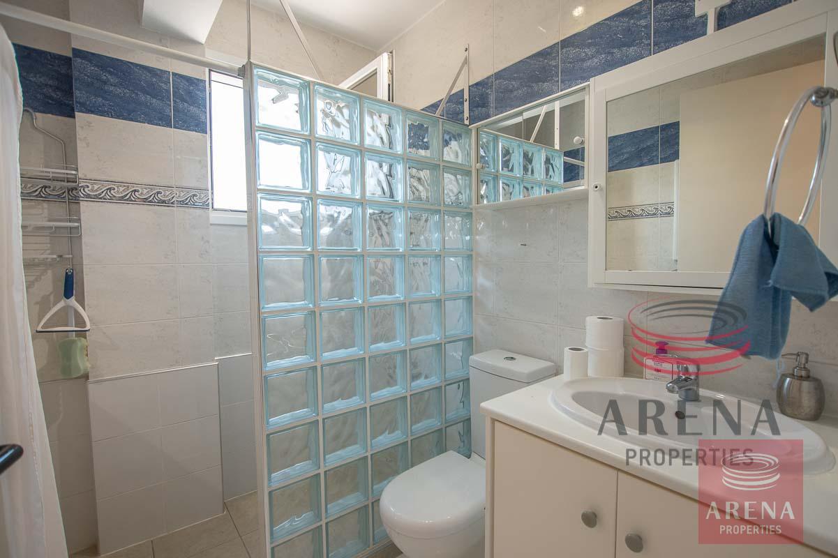 2 bed apt in Derynia - bathroom