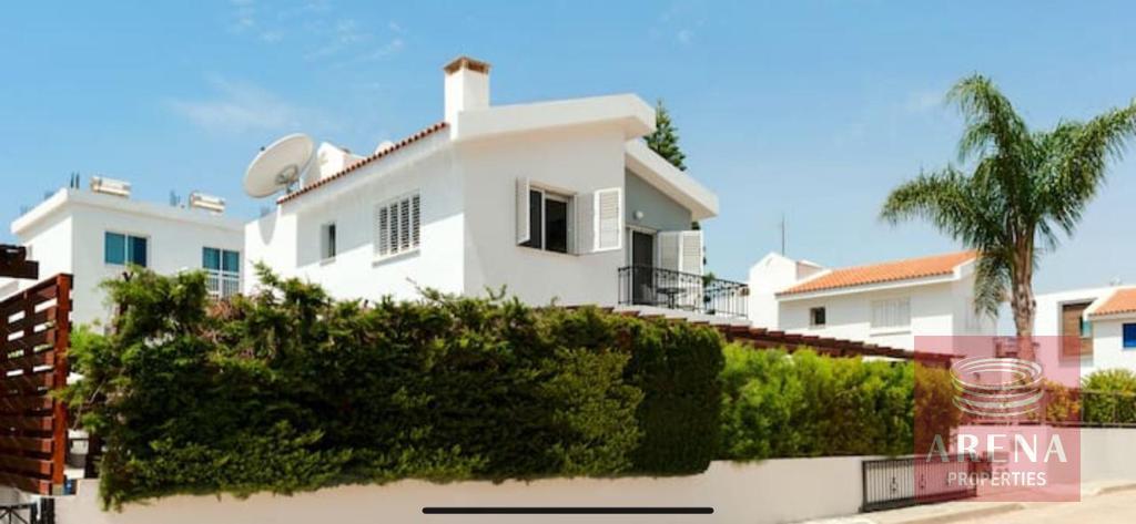 4 Bed villa in Pernera for sale