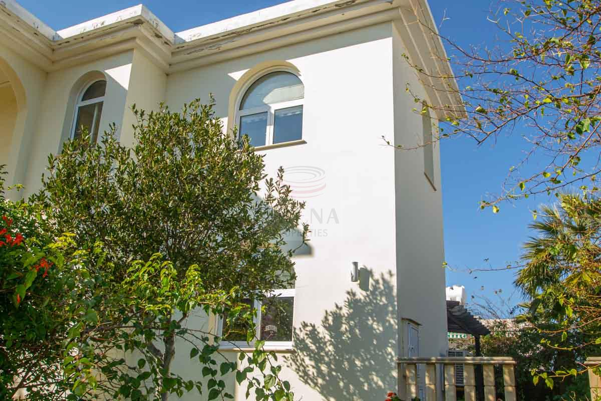 5 bed house to buy in Paralimni