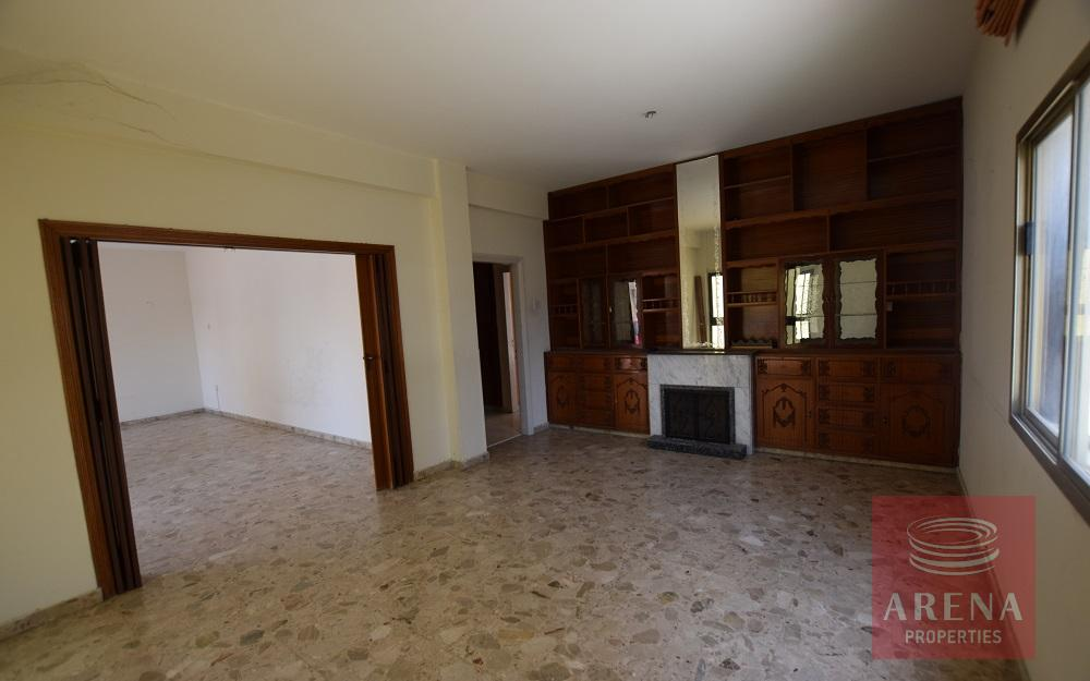 3 bed house in aradippou - living area