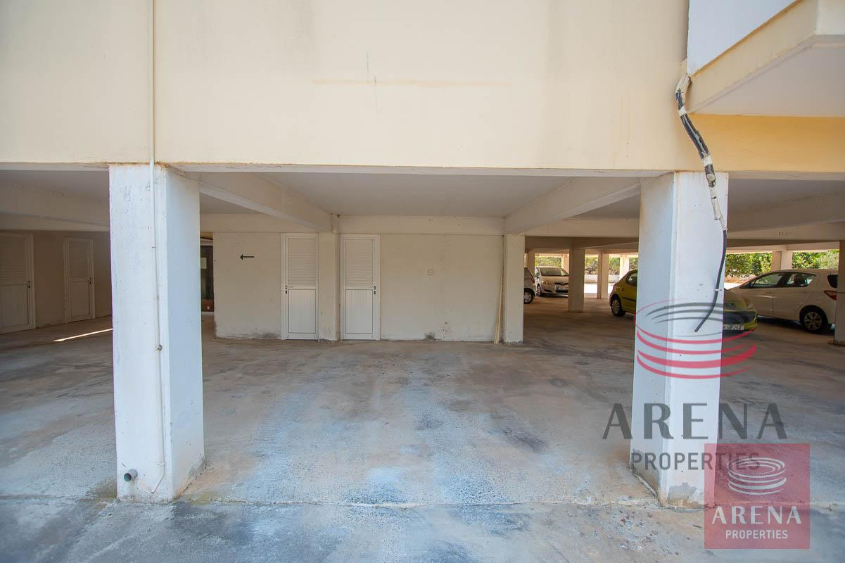 2 bed apt in Derynia - covered parking