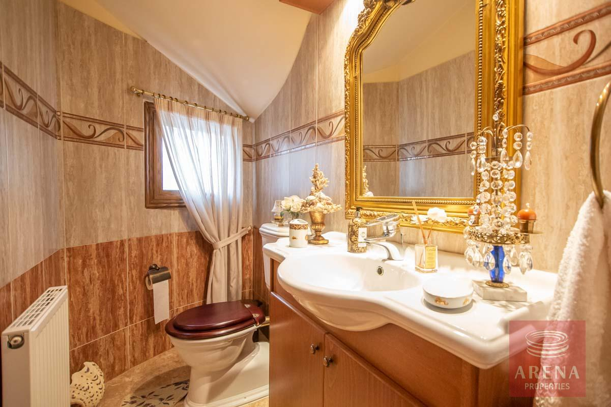 Luxury Villa in Paralimni - guest wc