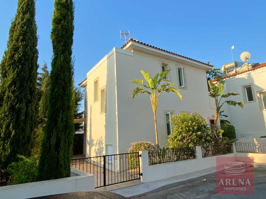 villa with deeds in Pernera to buy