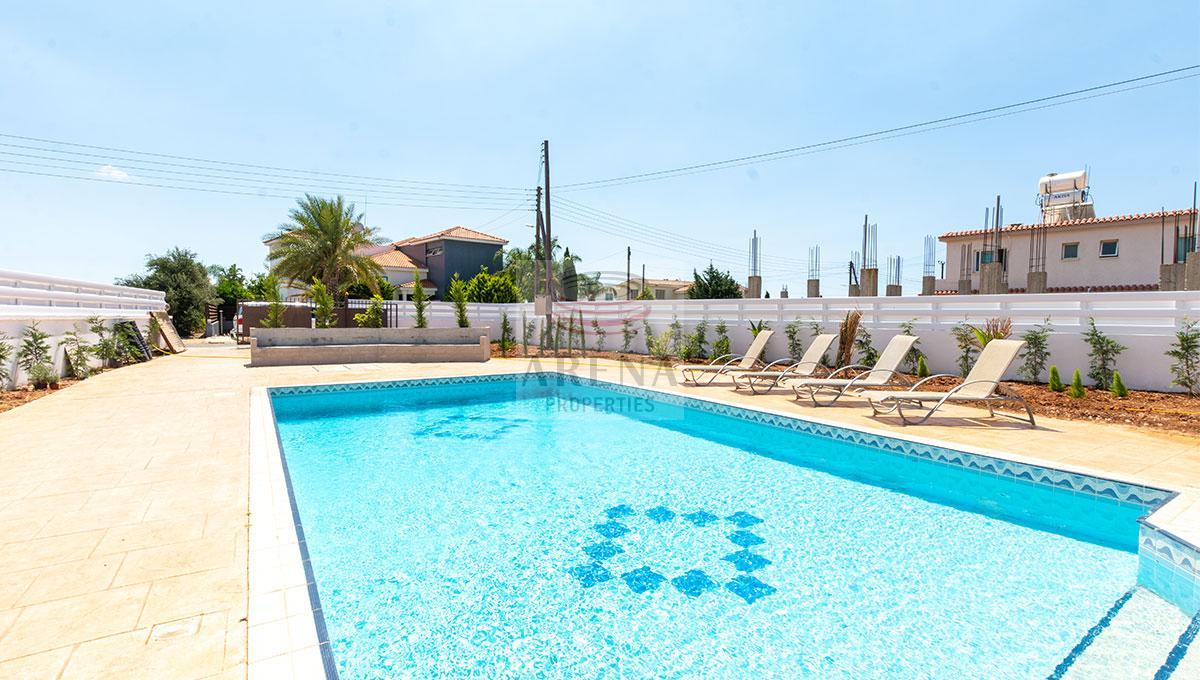 4 Bed Villa in Kokkines - pool