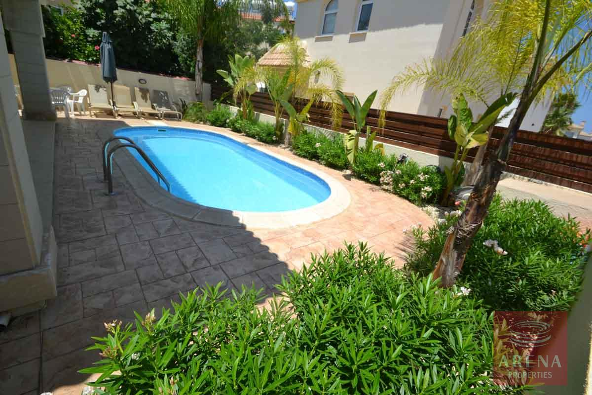 Villa in Kapparis for sale - pool