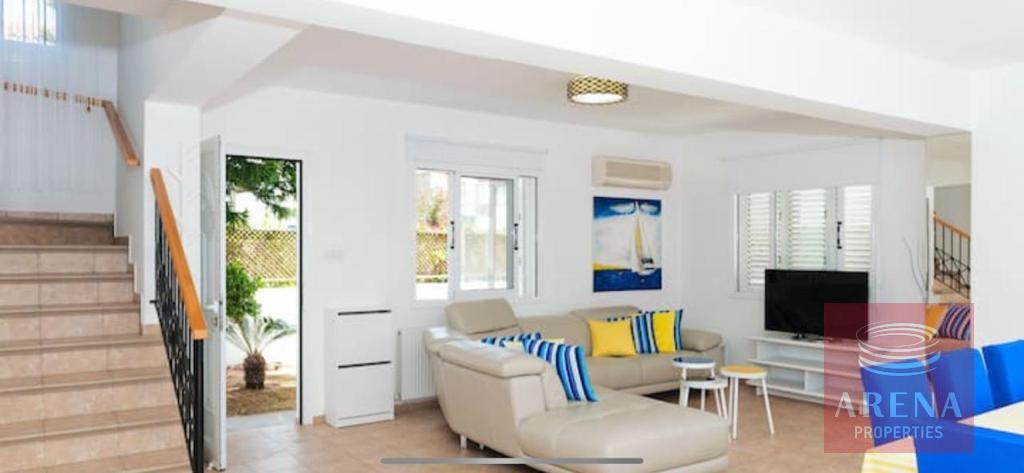 4 Bed villa in Pernera - sitting area