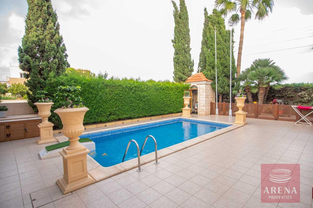 Luxury Villa in Paralimni to buy - pool