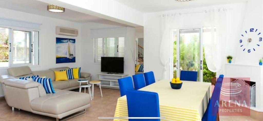 4 Bed villa in Pernera - dining area