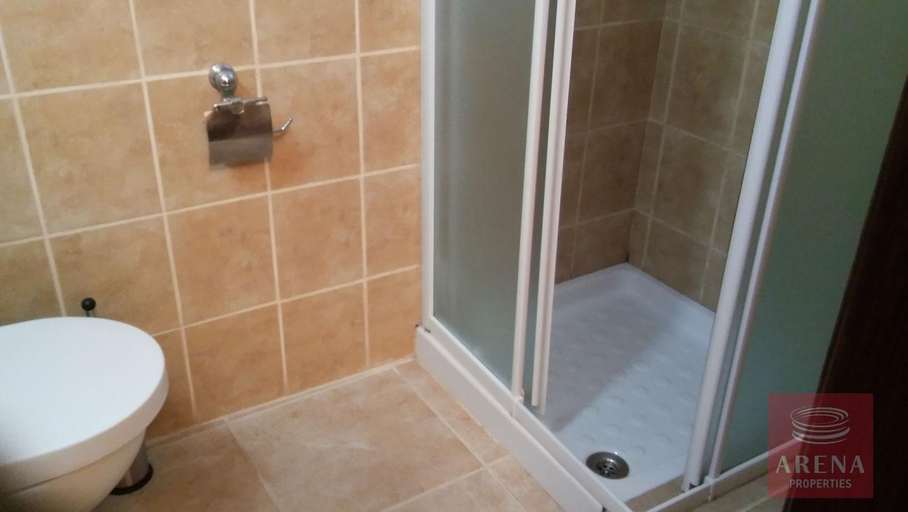 2 bed apt for rent in Larnaca - bathroom