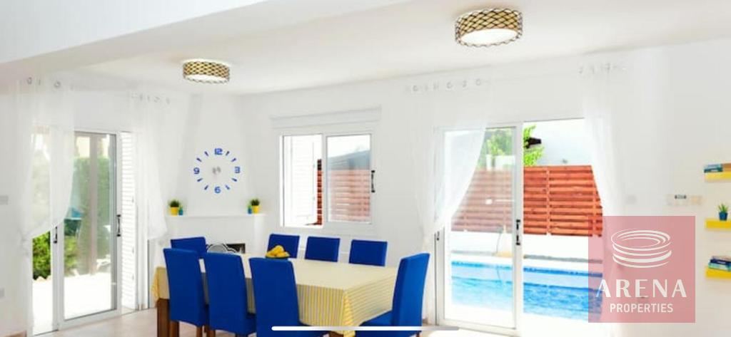 4 Bed villa in Pernera for sale - dining area