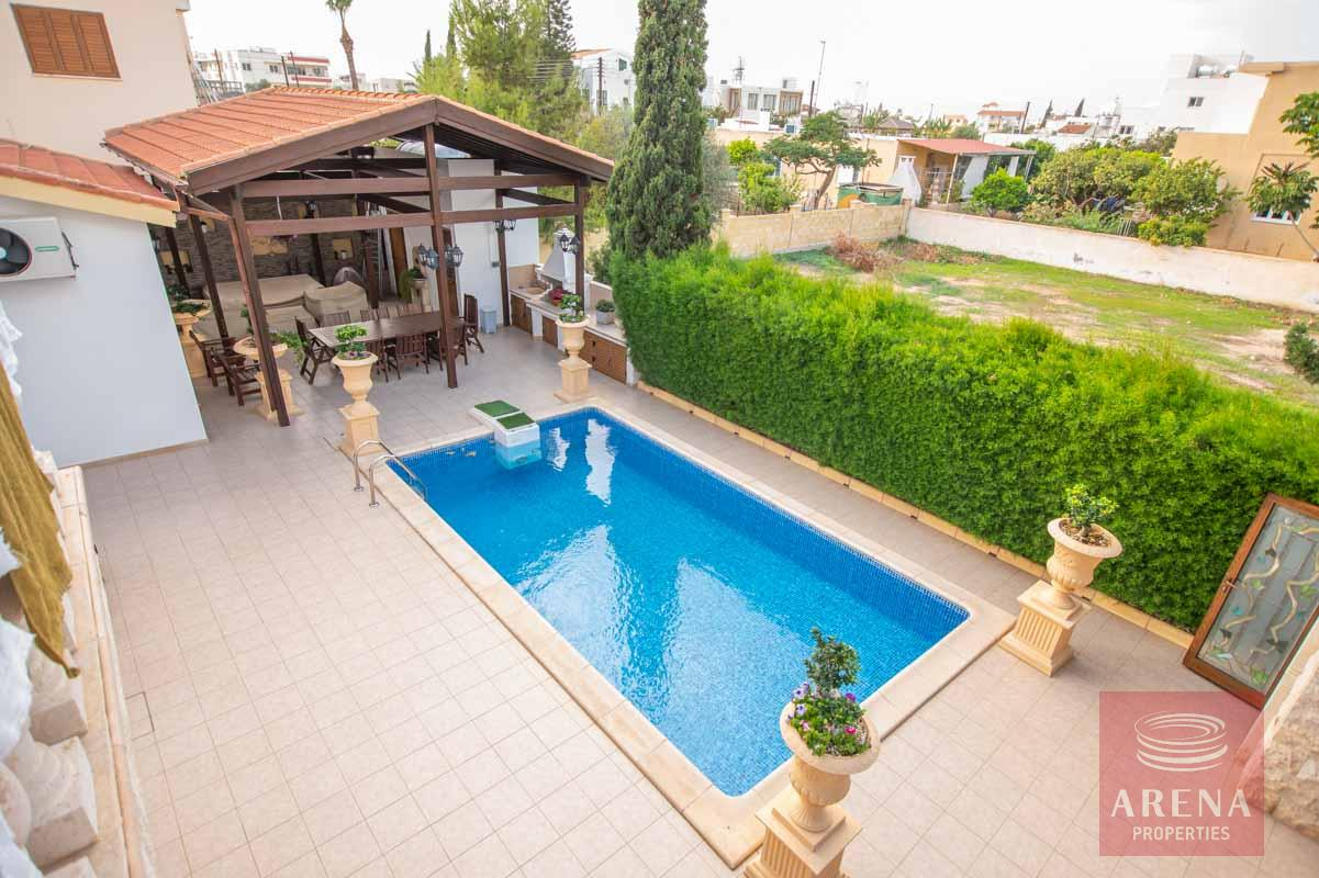 Luxury Villa in Paralimni for sale - swimming pool