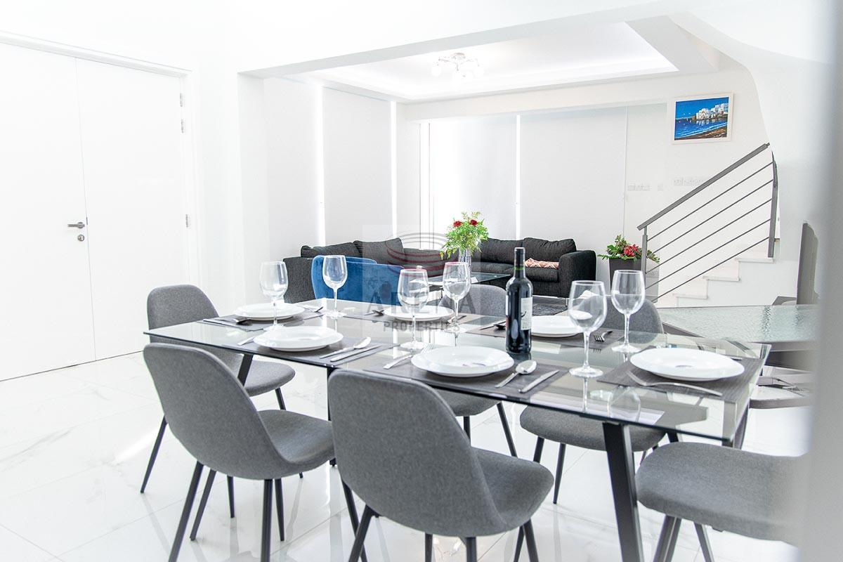 3 Bed New villa in Pyla - dining area
